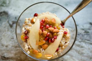 Quinoa nut porridge with sliced pears
