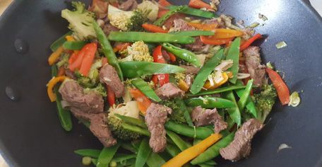 Beef and vegetable stir fry with broccoli