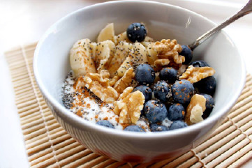 Blueberry and walnut breakfast bowl